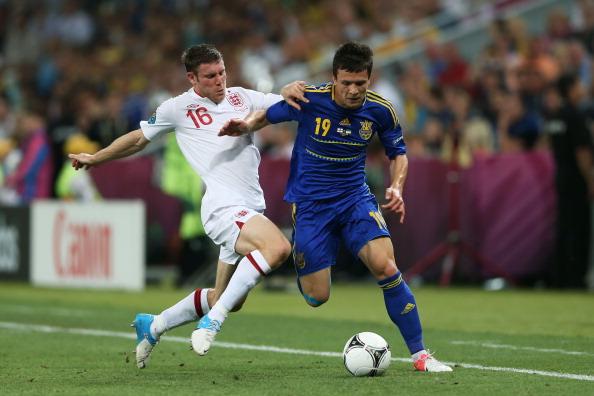 James Milner y Yehven Konoplyanka en la EURO 2012 | Getty Images