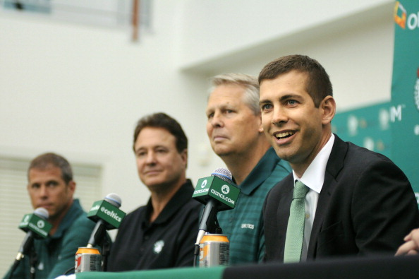 Brad Stevens (D) y Danny Ainge en la presentación del técnico | Getty Images