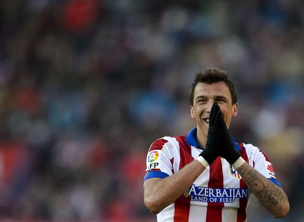 Mario Mandzukic lamenta una decisión árbitral   Getty Images