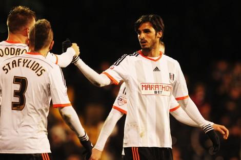 Bryan Ruiz recibe felicitaciones tras marcar frente al Reading | Getty Images