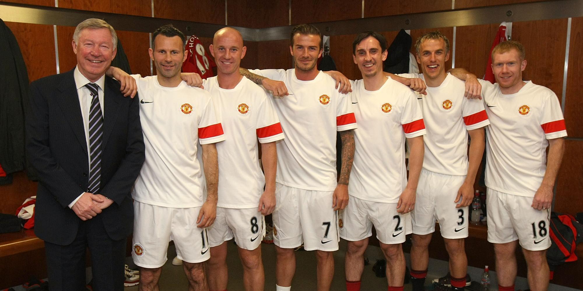 MANCHESTER, ENGLAND - MAY 24: (EXCLUSIVE COVERAGE: MINIMUM FEES APPLY - 250GBP OR LOCAL EQUIVALENT, PER IMAGE)  (L-R) Sir Alex Ferguson, Ryan Giggs, Nicky Butt, David Beckham, Gary Neville, Phil Neville and Paul Scholes of Manchester United recreate the famous Class of '92 photo from 1992 ahead of Gary Neville's testimonial match between Manchester United and Juventus at Old Trafford on May 24, 2011 in Manchester, England.  (Photo by John Peters/Man Utd via Getty Images)