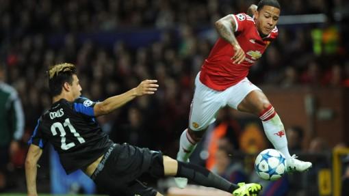 Depay en un lance del encuentro entre el Man. United y el Club Brugge