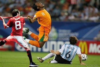 Con Didier Drogba durante un Costa de Marfil - Argentina