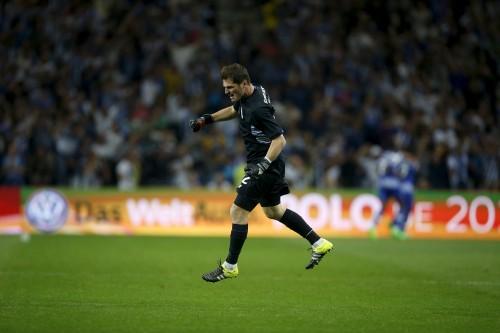 Iker Casillas celebra el gol de la victoria del FC Porto