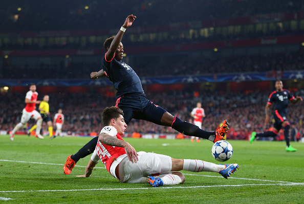 LONDON, ENGLAND - OCTOBER 20: David Alaba of Bayern Munich and Hector Bellerin of Arsenal during the UEFA Champions League match between Arsenal and Bayern Munich at the Emirates Stadium on October 20, 2015 in London, United Kingdom. (Photo by Catherine Ivill - AMA/Getty Images)
