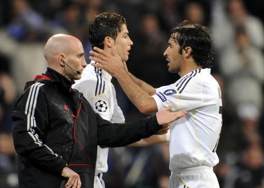Real Madrid's Portuguese forward Cristiano Ronaldo (L) replaces Raul during a UEFA Champions League football against Zurich at the Santiago Bernabeu stadium in Madrid, on November 25, 2009. AFP PHOTO / PIERRE-PHILIPPE MARCOU (Photo credit should read PIERRE-PHILIPPE MARCOU/AFP/Getty Images)