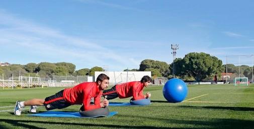 Tiago y Gabi trabajando en un entreno en Majadahonda   vía @Atleti