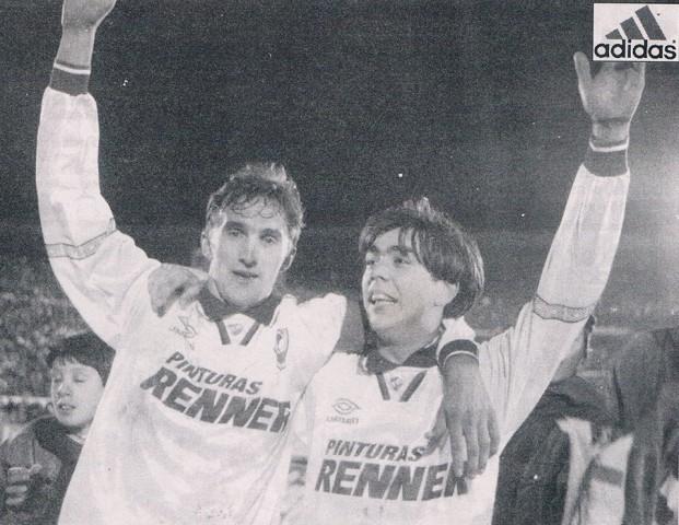 Mayo 1997 - Ultimo partido de Recoba foto junto a Nelson Abeijon (Nacional 3-0 Liverpool) Fuente: Pueblotricolor.es