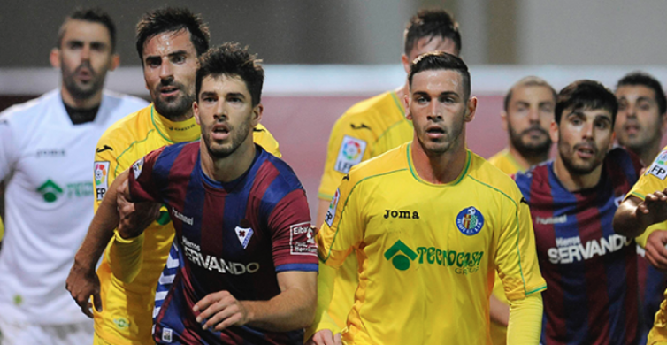 Getafe y Eibar durante un partido de la presente temporada   Voz Populi