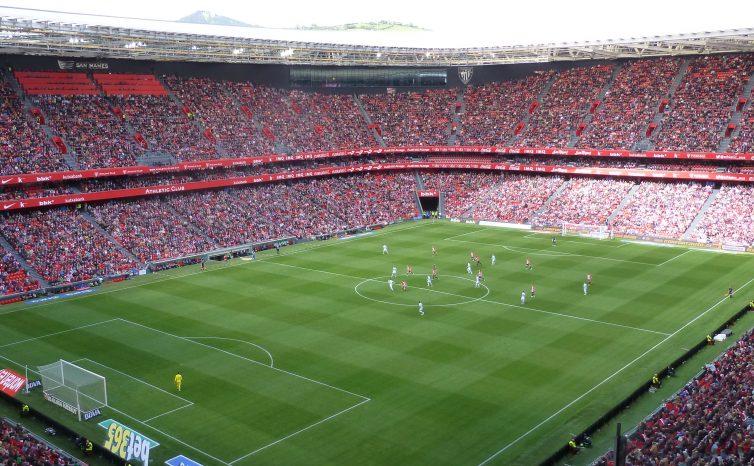 Partido de Liga entre Athletic de Bilbao y Celta de Vigo en la temporada 2015-2016