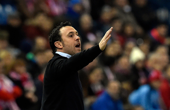 Espanyol's coach Sergio Gonzalez gestures on the sideline during the Spanish league football match Club Atletico de Madrid vs RCD Espanyol at the Vicente Calderon stadium in Madrid on November 28, 2015.   AFP PHOTO/ GERARD JULIEN / AFP / GERARD JULIEN        (Photo credit should read GERARD JULIEN/AFP/Getty Images)