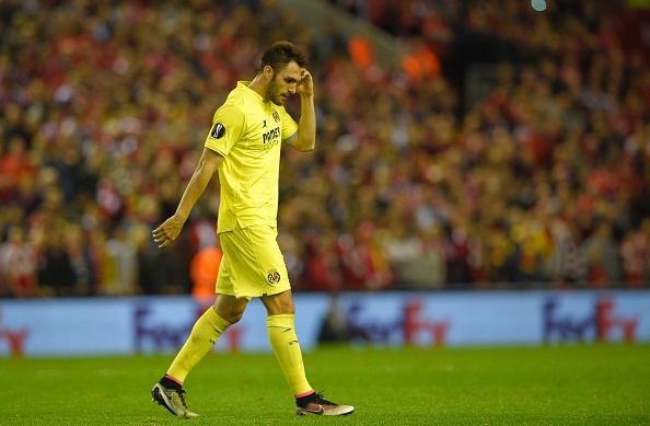 Villarreal's defender Victor Ruiz leaves the pitch after recieving the red card during the UEFA Europa League semi-final second leg football match between Liverpool and Villarreal CF at Anfield in Liverpool, northwest England on May 5, 2016. / AFP / LLUIS GENE (Photo credit should read LLUIS GENE/AFP/Getty Images)