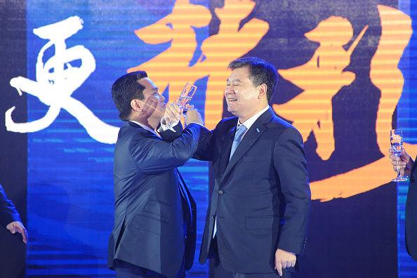NANJING, CHINA - JUNE 06: (CHINA OUT) Suning chairman Zhang Jindong (R) and Inter Milan president Erick Thohir attend the Press Conference for Suning's Acquisition of Inter Milan on June 6, 2016 in Nanjing, Jiangsu Province of China. Chinese electronic retailing enterprise Suning Commerce Group Ltd announced to acquire about 70 percent stake of Italian soccer club Inter Milan for about 270 million euros (306.48 million USD) during a press conference on Monday. (Photo by VCG/VCG via Getty Images)