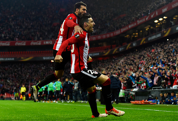 BILBAO, SPAIN - APRIL 07:  Aritz Aduriz of Athletic Club Bilbao (R) celebrates with team mate Mikel Balenziaga as he scores their first goal during the UEFA Europa League quarter final first leg match between Athletic Bilbao and Sevilla at San Mames Stadium on April 7, 2016 in Bilbao, Spain.  (Photo by David Ramos/Getty Images)