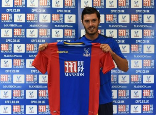 James Tomkins con la camiseta de su nuevo club | @CPFC