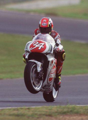 Kevin Schwantz 34 wheelie 500cc Suzuki - Sphera Sports