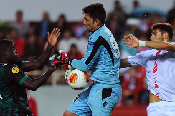 Sevilla's defender Tomas Alberto Botia (R) vies with Betis' French defender Alfred N'Diaye (L) and Betis' goalkeeper Antonio Adan during the Europa League football match Sevilla Real Betis Balompie at the Ramon Sanchez Pizjuan stadium in Sevilla on March 13, 2014. Real Betis won 2-0.    AFP PHOTO/ JORGE GUERRERO        (Photo credit should read Jorge Guerrero/AFP/Getty Images)