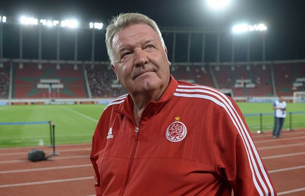 Wydad Athletic Club's coach John Toshack arrives at the match against the Asec Mimosas club during the 20th edition of CAF Champion League in Rabat on August 14, 2016. / AFP / FADEL SENNA (Photo credit should read FADEL SENNA/AFP/Getty Images)