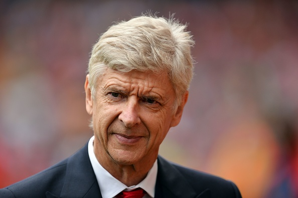 Arsenal's French manager Arsene Wenger arrives ahead of the Charity football match between Arsenal Legends and AC Milan Glorie at The Emirates stadium in London on September 3, 2016. / AFP / Glyn KIRK        (Photo credit should read GLYN KIRK/AFP/Getty Images)