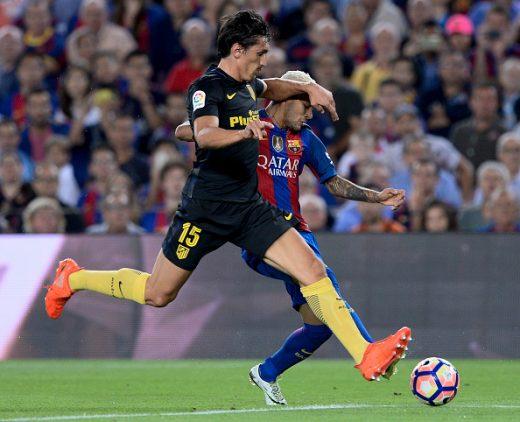 Savic y Neymar, duelo de contrastes   Getty Images
