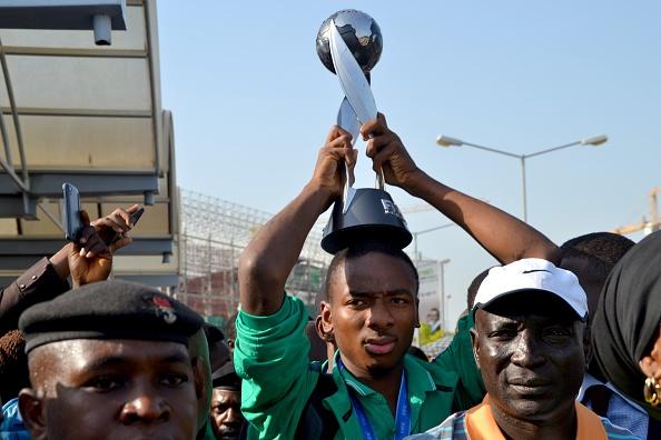 Nwakali con el trofeo de campeón del mundo sub-17 | Getty