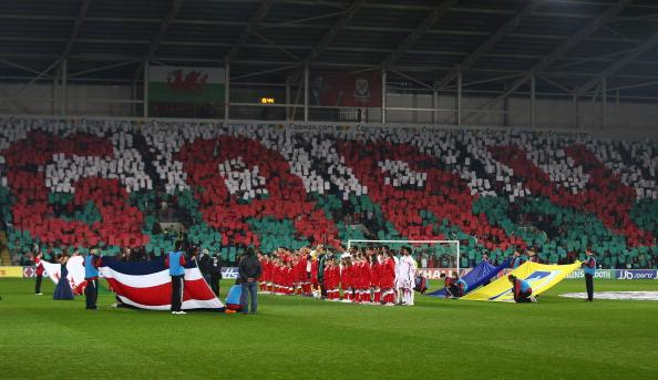 El homenaje de todo Cardiff, y todo Gales a su ídolo fallecido, Gary Speed   Getty