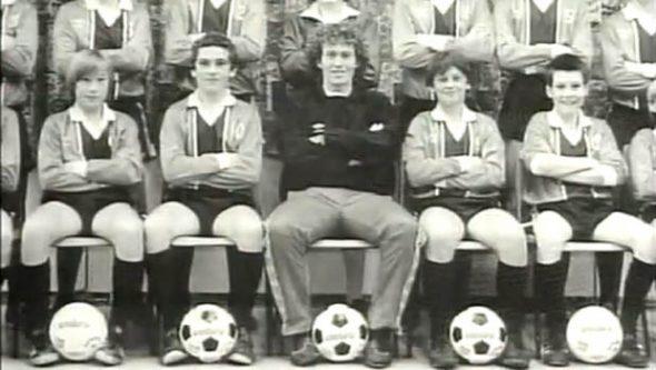 Barry Bennell (centro), el pedófilo del Crewe Alexandra